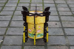 big-hexagonal-lantern-with-painting-can-be-folded-1